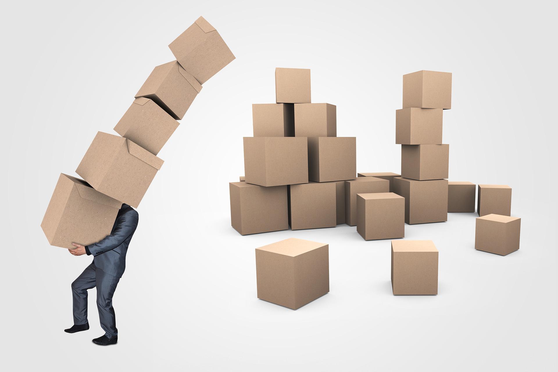 Mann mit Paketen
