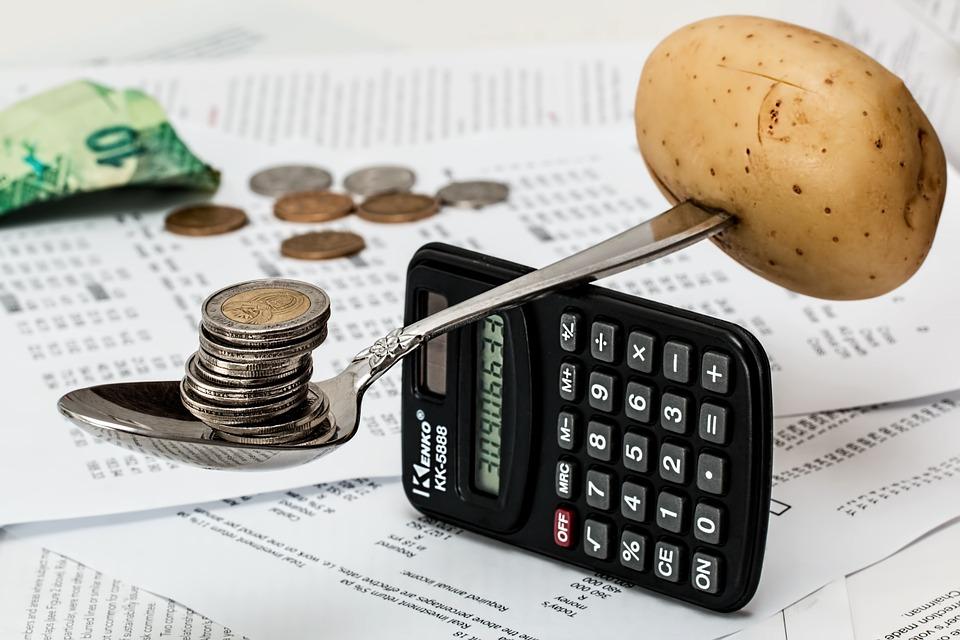Taschenrechner, Geld, Löffel, Kartoffel